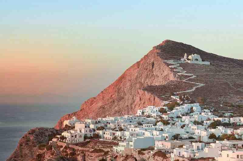 Quelle île grecque d'Athènes?