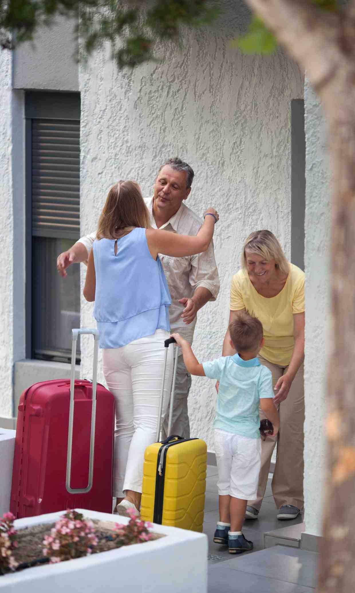 Qui interdit au locataire d'héberger des personnes ne vivant pas habituellement avec lui ?