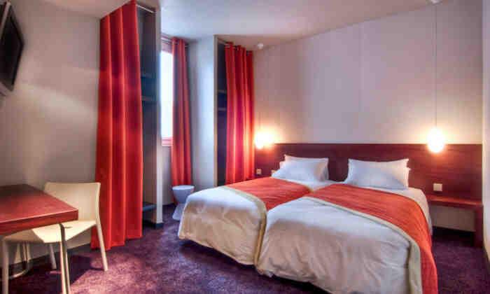 Comment réserver une chambre dans un hôtel?