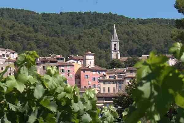 Où les jeunes partent-ils en vacances en France?